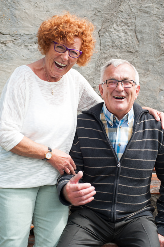 Foto von einer lachenden Tochter mit ihrem Vater