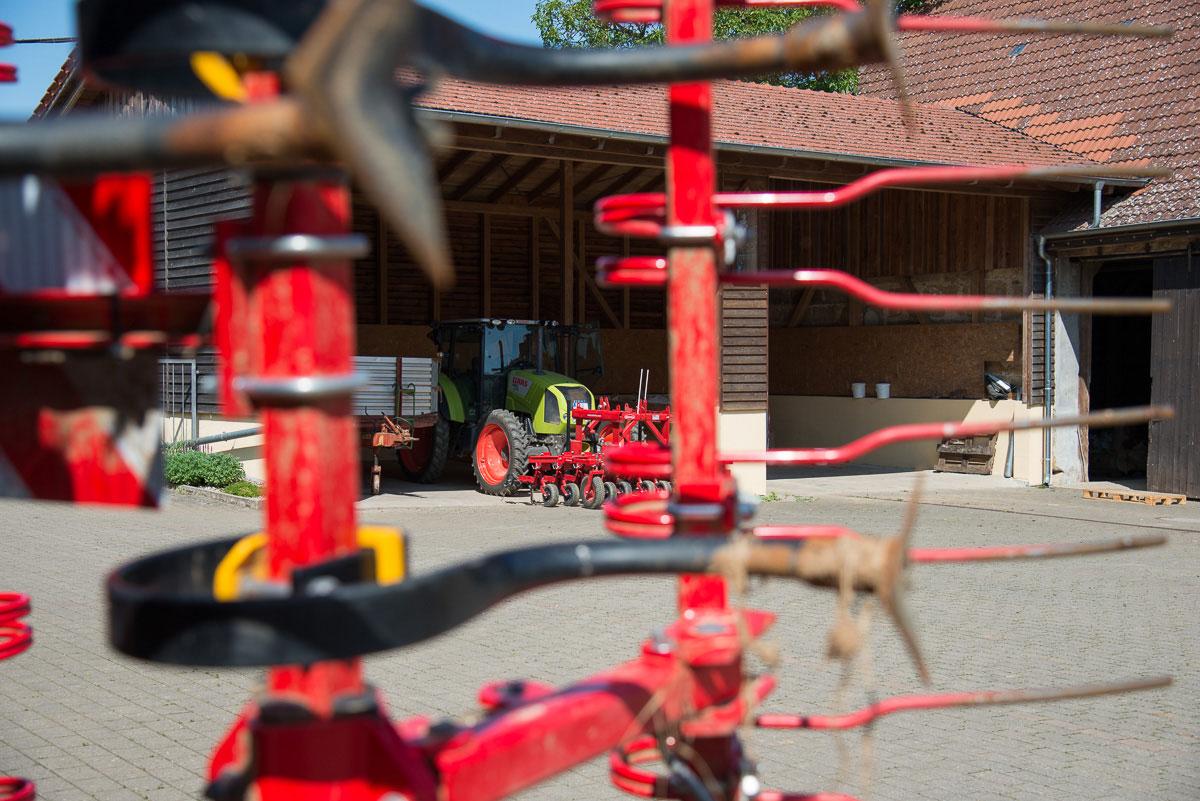 landwirtschaftliche Geräte auf dem Hof