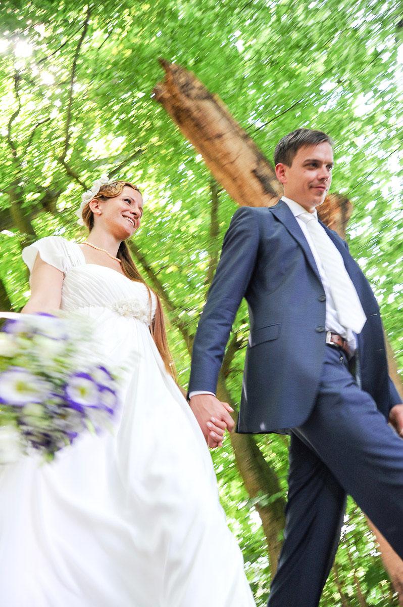 laufendes Hochzeitspaar