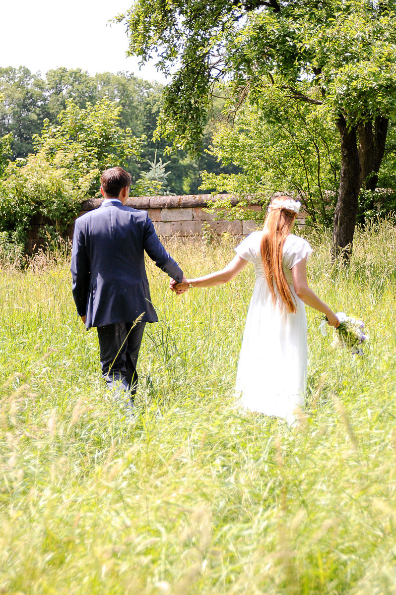 Hochzeitspaar in der Wiese