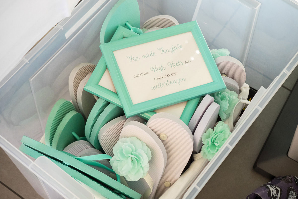 Hochzeitsdekoration in mint und weiß