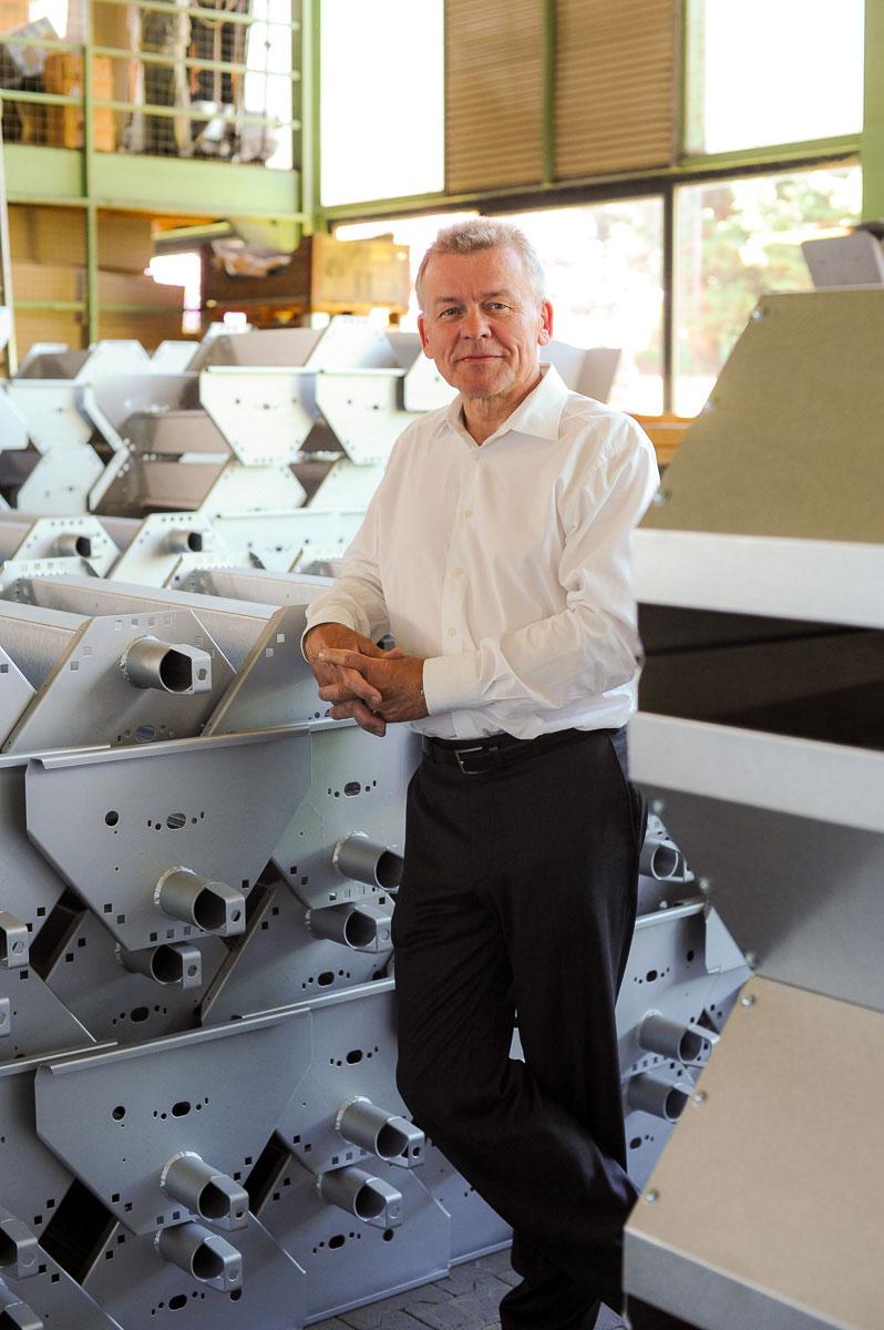 Portrait eines Mann in seiner Fabrik